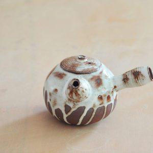 Yokode Kyusu - théière à anse latérale - Cirrus - M - Face - Margaux Ceramics